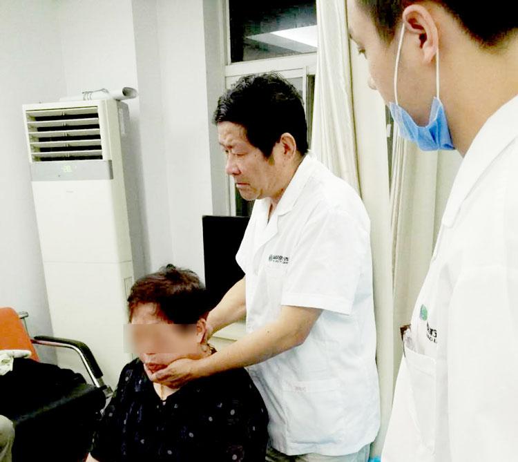 """10年练成手诊,为颈肩腰腿痛患者解忧 南京""""筋伤中心""""来了位手诊大咖"""